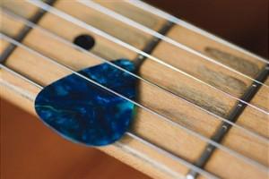 guitar-pick-strings